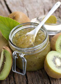 Kiwi Jam Recipe.  Ingredients: 5 kiwis, 1 banana, 1 teaspoon gelatin, 220 g sugar, juice of half a lemon.