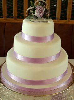 heart wedding cake  http://www.weddings-wiki.net/2010/10/22/beach-wedding-cake-20/