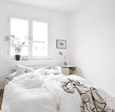 Winter chic vintage room bedroom sleep home boho bed cuddling books architecture autumn bohemian interior interior design house girly cosy cozy sleeping Cozy Bedroom, Dream Bedroom, Bedroom Decor, Bedroom Small, White Bedrooms, Dream Rooms, Bedroom Furniture, My New Room, My Room
