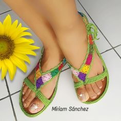 Crochet Sandals, Crochet Slippers, Crochet Slipper Pattern, Crochet Patterns, Crochet Gifts, Crochet Baby, Crochet Flip Flops, Crochet Flower Tutorial, Shoe Crafts