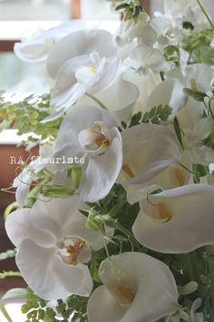 ジュエリーショップの御開店の御祝いに。ホワイト&グリーンのリクエスト。お店の雰囲気に合うようにモダンな雰囲気でありつつ、植物が元気一杯...