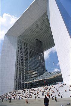 "The grand ark of ""la defense"" by pictalogue, via Flickr"