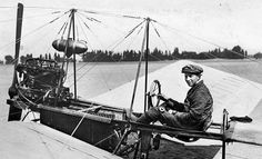 "A.H.G. Fokker (Anthony Fokker) in zijn Spin. Plaats en jaartal onbekend [omstreeks 1911]. Dutch pioneer in aviaton Anthony Fokker sitting in ""the Spider"", his first aircraft. Approximately 1911."