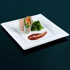 """Green Wave Sugarcane / Bagasse GS-P010 Green Biodegradable and Compostable Square 10"""" x 10"""" Plate - 300 / Case"""