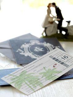 海外挙式の案内や旅行好きな花嫁におすすめしたいのがチケット風招待状。遊び心あるデザインが、パーティへの期待感を高めます。またふたりのイニシャ...
