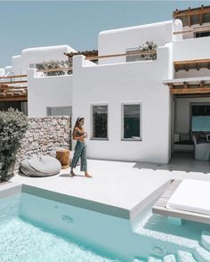A Beginner s Guide to Greek Island Hopping With a Group Stay at Cavo Tagoo Mykonos Design Exterior, Interior And Exterior, Interior Modern, Wall Exterior, Cavo Tagoo Mykonos, Greek Island Hopping, Greek House, Pool Designs, Future House