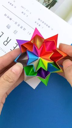 Cool Paper Crafts, Paper Flowers Craft, Paper Crafts Origami, Origami Toys, Instruções Origami, Origami Videos, Diy Crafts For Kids Easy, Diy Crafts For Gifts, Diy Arts And Crafts