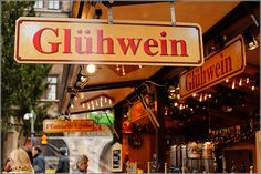 Marienplatz mit Glühwein - Weihnachtsmarkt / Christmas Market / Christkindlmarkt - Munich/ München, Germany/Deutschland