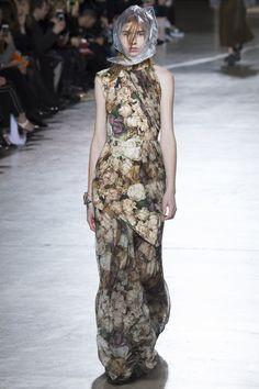 Christopher Kane Fall 2016 Ready-to-Wear Fashion Show - Bruna Dapper