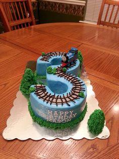 Thomas The Train Birthday Boy Cake. I feel like I could change this into a chuggington cake! Thomas Birthday Parties, Thomas The Train Birthday Party, Trains Birthday Party, Train Party, Pirate Party, Chuggington Cake, Chuggington Birthday, Bolo Original, Thomas Cakes