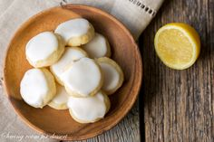 Lemon Meltaways - Light and buttery, these bite-sized lemon cookies are a real treat! Easy to make and the perfect cure for your lemon craving! The Pioneer Woman, Lemon Cookies, Shortbread Cookies, Spritz Cookies, How To Make Cookies, Fun Cookies, Oatmeal Cookies, Making Cookies, Cookies Soft