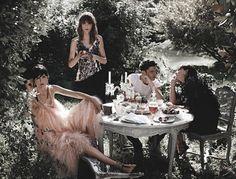 Chanel Spring/Summer 2011 Models: Freja Beha Erichsen, Stella Tennant and Ines de la Fressange. Party Fashion, Fashion Shoot, Editorial Fashion, Fashion News, Fashion Art, High Fashion, Freja Beha Erichsen, Stella Tennant, Fashion Advertising