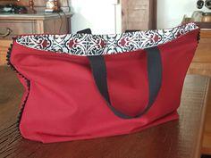 Bolsa de lona feminina. Forrada, com bolso interno e fechamento com ziper. Ideal para todas as horas.