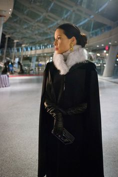 Bundled up in black Fur Fashion, Fashion Outfits, Dress Fashion, Black Dress Red Carpet, Black Tie Attire, Black Leather Gloves, Lucy Liu, Kinds Of Clothes, Perfect Woman