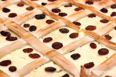 Štedrák - recept | mozessavydavat.sk Tiramisu, Bread, Food, Basket, Brot, Essen, Baking, Meals, Breads