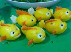 Lemons into fish cute Food Art Vegetable Animals, Fruit Animals, Buffet Party, Deco Fruit, Lemon Fish, Food Sculpture, Creative Food Art, Fruit And Vegetable Carving, Vegetable Salad