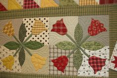 Tulip Table Runner @ Jackie Roorda, you can teach me this lol! Applique Patterns, Applique Quilts, Quilt Patterns, Table Runner And Placemats, Quilted Table Runners, Small Quilts, Mini Quilts, Yellow Quilts, Place Mats Quilted