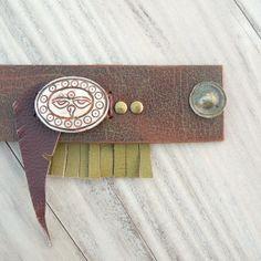 Pulsera brazalete de cuero regulable, amplia, Eco Friendly, pun ¢ o con los ojos del Buda, plumas y flecos
