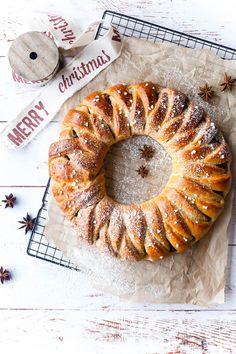 Julekrans med chokolade - Louise lyshøj Christmas Cooking, Christmas Crafts, Lemon Bars, Sweet Nothings, Cake Cookies, Bagel, Scones, Cake Recipes, Easy Meals