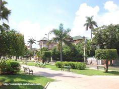 El privilegio de conocer una arquitectura fuera del circuito regular de turistas.cubamigos@yahoo.es  The privilege of knowing an área out of the oficial circuit. Our email:cubamigos@yahoo.es