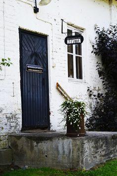 Saumaton: Metsänkylän Navetta - Hämeenlinna Finland, Tall Cabinet Storage, Windows, Culture, Doors, Places, Home Decor, Museum, Decoration Home