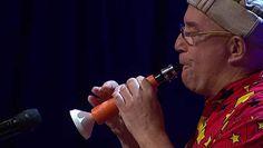 Ha a répától fütyülni nem is, de klarinétozni ezek szerint meg lehet tanulni – csak kell hozzá két fúrófej, egy tölcsér és egy fúvóka. Eldobtuk az agyunkat a videótól, zseniális az ürge.