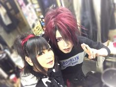 KISAKI (Syndrome, LIN) on the right