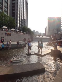 Cheonggyecheon Stream Fashion Plaza (Wall of Culture) in 종로구