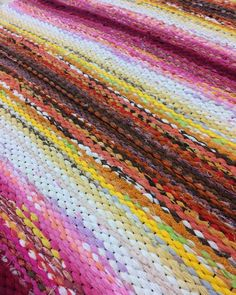 Peg Loom, Recycled Fabric, Loom Weaving, Woven Rug, Scandinavian Style, Pattern Design, Needlework, Projects To Try, Textiles