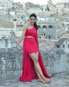 Rakul Preet Singh Princess of India - Smile Celebrity Indian Bollywood Actress, Bollywood Girls, Beautiful Bollywood Actress, Indian Actresses, Beautiful Girl Indian, Most Beautiful Indian Actress, Beautiful Girl Image, Gorgeous Women, Rakul Preet Singh Saree