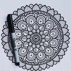 Easy Mandala Drawing, Mandala Art Lesson, Mandala Doodle, Mandala Artwork, Doodle Art Drawing, Simple Mandala, Mandalas Drawing, Zentangle Drawings, Mandala Painting
