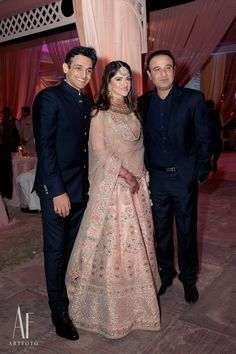 Indian Wedding Video, Indian Wedding Gowns, Indian Wedding Photos, Pakistani Wedding Outfits, Indian Bridal Lehenga, Indian Bridal Outfits, Bride Reception Dresses, Bridal Dresses, Wedding Lehenga Designs
