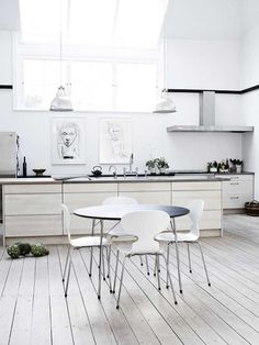 Love the floorboards but you would definitely see the spaghetti sauce in this kitchen.