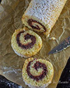 Rulada cu gem este un desert simplu si economic cu blat pufos, si umplutura cu gust dulce acrisor si aroma de fructe, nimic sofisticat si costisitor dar bun si de efect... Doughnut, Cupcakes, Desserts, Food, Projects, Kuchen, Tailgate Desserts, Log Projects, Cupcake Cakes
