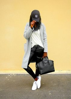 casquette-new-era-baskets-adidas-stan-smith-sac-givenchy-antigona-manteau-long-jeans-slim-enduit