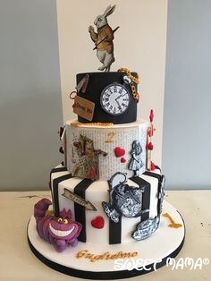 Alice in Wonderland themed birthday cake. By sweetmama.it