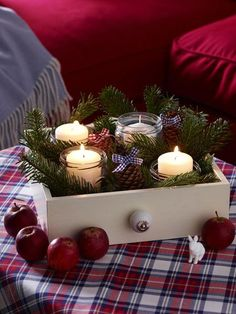 4 DIY ideas: make rustic Christmas decorations- 4 DIY-Ideen: Rustikale Weihnachtsdeko basteln Which Christmas decoration style would you like this year? We have four DIY ideas for rustic and cozy Christmas decorations. Cozy Christmas, Modern Christmas, Christmas Is Coming, Rustic Christmas, Christmas Crafts, Christmas Tables, Christmas Ideas, Navidad Diy, Ideias Diy
