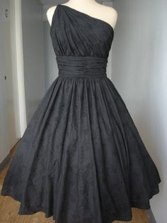 Lovely black one-shoulder dress!!