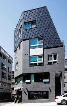 [BY 전원주택라이프] '클라인하우제' 성신여대 패밀리하우스는 건축주가 소유한 옛 한옥에다 뒤의 한옥을... Facade Design, Architecture Design, Townhouse, Tiny House, Multi Story Building, Exterior, Modern, Studio Interior, Animation