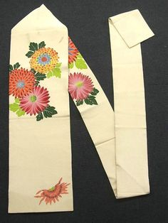 This is a Nagoya obi with large and colorful 'Kiku'(chrysanthemum) motif, which is dyed