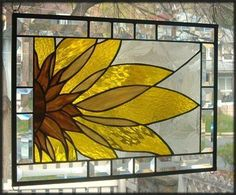 Sunflower Stained Glas Stained Glass Quilt, Stained Glass Flowers, Faux Stained Glass, Stained Glass Designs, Stained Glass Panels, Stained Glass Projects, Stained Glass Patterns, Leaded Glass, Tiffany Kunst