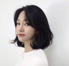 Korean Short Hair Bob, Short Hair With Bangs, Girl Short Hair, Korean Hairstyle Short Bangs, Asian Haircut Short, Korean Medium Hair, Ulzzang Short Hair, Medium Hair Cuts, Medium Hair Styles