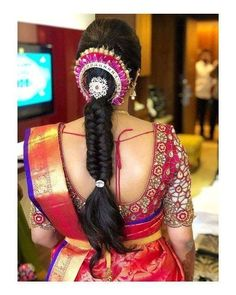 Braided Hairstyles for Indian Hair In 2020 15 Popular south Indian Bridal Hairstyles for Engagement Indian Hairstyles For Saree, South Indian Wedding Hairstyles, Bridal Hairstyle Indian Wedding, Saree Hairstyles, Bridal Hair Buns, Bridal Hairdo, Ethnic Hairstyles, Bride Hairstyles, Hairstyles Haircuts