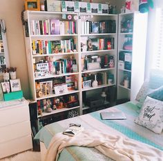 Home library apartment shelves 43 Ideas Deco Gamer, Bookshelf Inspiration, Bookshelves In Bedroom, Book Shelf Bedroom, Deco Studio, Home Library Design, Dream Library, Home Libraries, Aesthetic Rooms