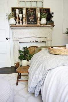Farmhouse Guest Bedroom Makeover - fake mantel and chalkboard decor Farmhouse Style Bedrooms, Farmhouse Master Bedroom, Home Bedroom, Modern Bedroom, Farmhouse Decor, Vintage Farmhouse, Bedroom Ideas, Modern Farmhouse, Farmhouse Design