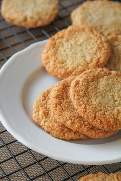 Easy Almond Cookies These healthy almond cookies are chewy and full of flavor, nothing short of regular old chocolate chip cookies.These healthy almond cookies are chewy and full of flavor, nothing short of regular old chocolate chip cookies. Low Carb Desserts, Gluten Free Desserts, Cookie Desserts, Gluten Free Baking, Cookie Recipes, Scd Recipes, Paleo Desert Recipes, Fennel Recipes, Healthy Dessert Recipes