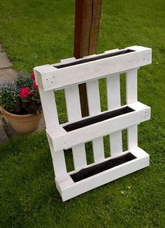 DIY Herb garden idea from pallet