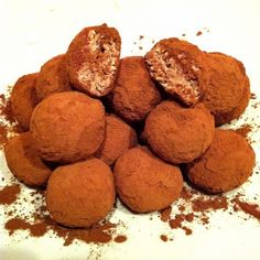 Ripped Recipes - Guilt Free Oat Quark Fudge Balls - It& really yummy! Especially when they are left in the fridge! Slimming World Sweets, Slimming World Puddings, Slimming World Breakfast, Sweet Recipes, Dog Food Recipes, Cooking Recipes, Cooking Tips, Vegan Recipes, Truffles