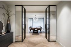 An opening with glass doors to the dining room. Designed by Kabaz. Home Living Room, Living Room Decor, Home Interior Design, Interior Architecture, Home Renovation, Interior Inspiration, New Homes, House Design, Home Decor