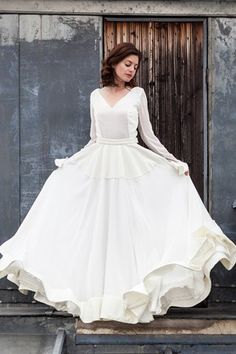Manches longues + headband = le combo idéal pour votre robe de mariée hiver.Plus d'infos sur www.lauredesagazan.fr